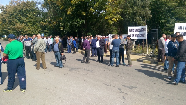 oil-terminal-protest